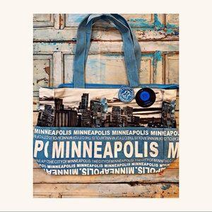 Robin Ruth- NWT Minneapolis Canvas Tote 💫